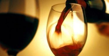 tac%cc%a7a-de-vinho